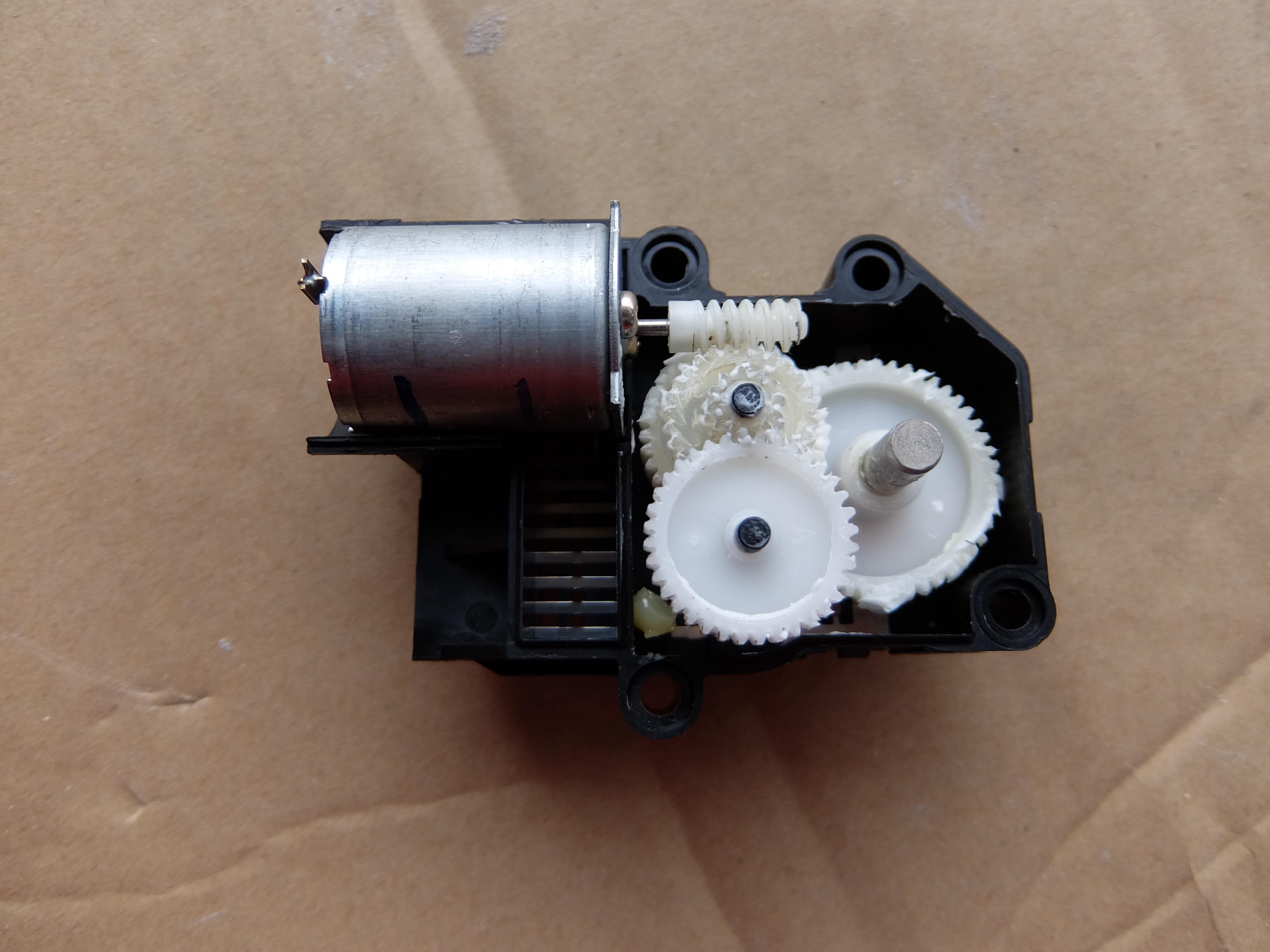 車のエアコンの送風口切り替えモーターが故障!モードドアアクチュエーター修理